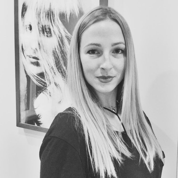 Meet New Cosmo Student  Caitlin Parks She's From Orange County California.  She's Chosen to Join Sassoon Above the Competition for the Structure of Education & the Vibe from her Visit.  Her family has a rich history in the business her brothers have salons & Caitlin will become a Third Generation Hairstylist.  Great to welcome you to Sassoon Academy Caitlin. Wishing you all the very best on your journey✌��#sassoonacademy #sassoonacademyofficial #cosmetology #student #stateboard…