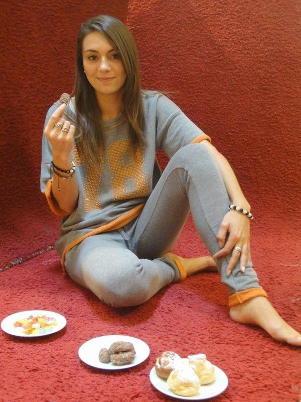 met als model of the day: Laura Santy.  Met een knusse outfit van Sweet Years.