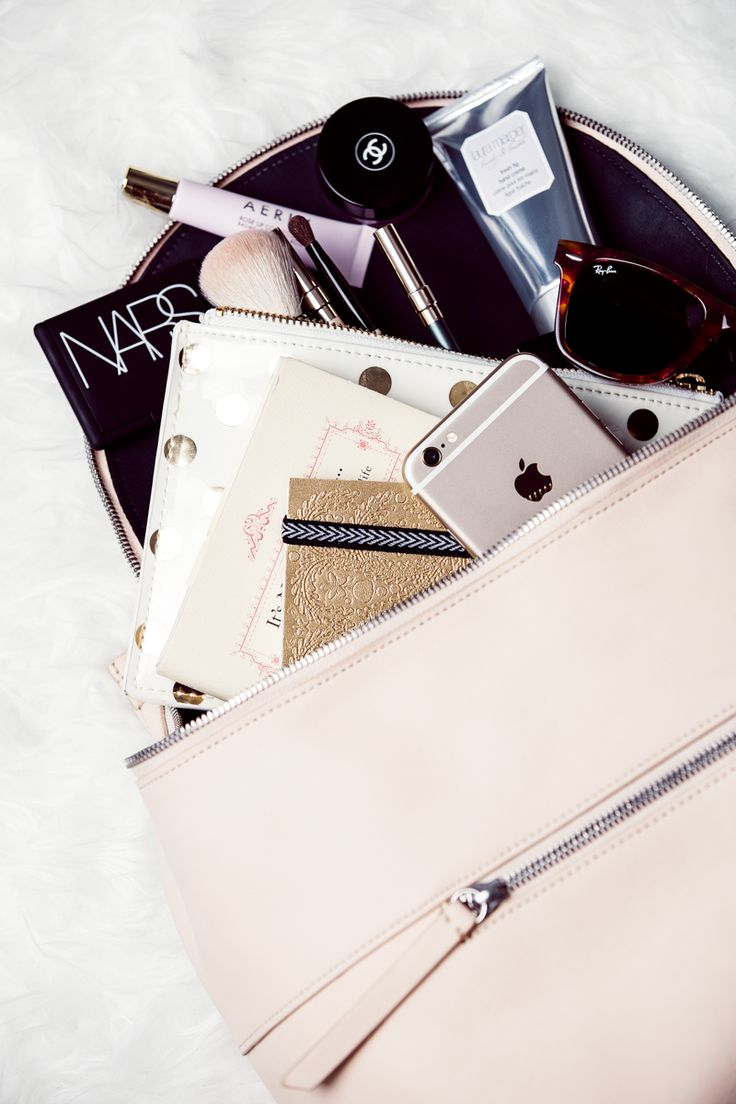 chriselle_lim_whats_in_my_bucket_bag-9