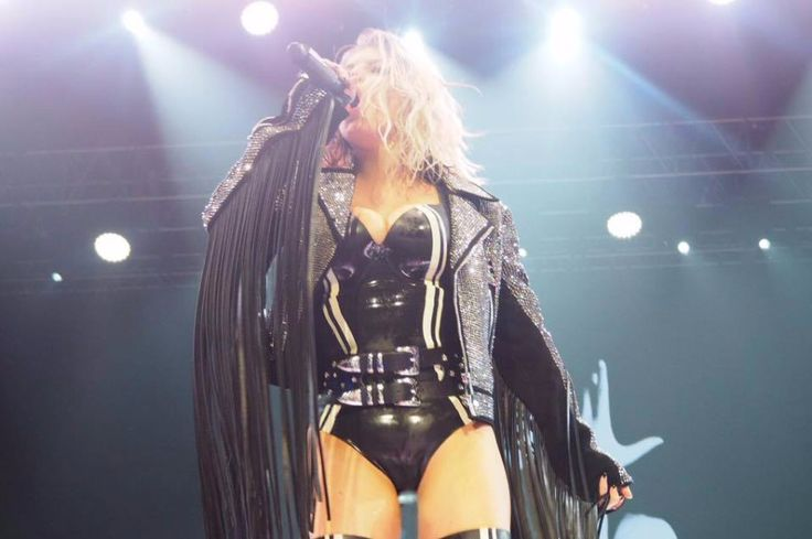 """American singer-songwriter Fergie premiered a new song """"Life Goes On"""" from her second solo album """"Double Dutchess""""."""