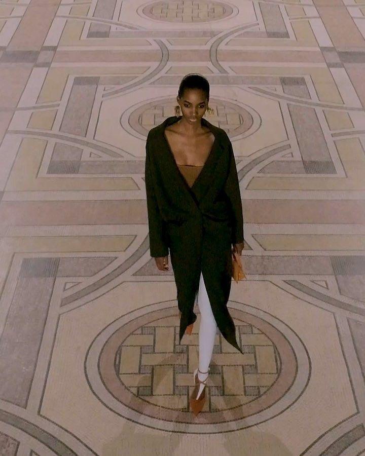 De 244 b sta jacquemus bilderna p pinterest - Simon porte jacquemus instagram ...