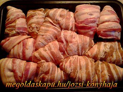 Baconos csirkeszárnyak http://megoldaskapu.hu/csirkeszarny-receptek/baconos-csirkeszarnyak • 1 kg csirkeszárny • 25 dkg szeletelt bacon • só ízlés szerint • 1 tk szárnyas fűszerkeverék • 1 mk cayenne-i bors