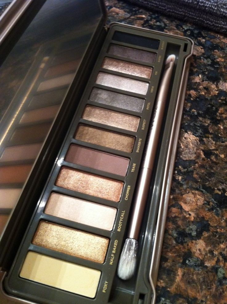 we love Urban Decay's Naked 2 palette - best palette out for casual bare look to a sultry night out: Eyeshadows Palettes, Eyeshadows Naked2, Clothes Hair Makeup Nails, Urban Decay Naked 2, Hair Makeup Colorzz, Clothing Hair Makeup Nails, Makeup Nails Beauty Skincare, Cream Eyeshadows, The Originals