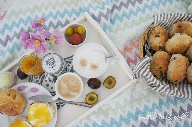 Frühstück im Bett mit leckeren Rosinen-Brötchen. Rezept! posted by www.SmillasWohngefuehl.blogspot.com