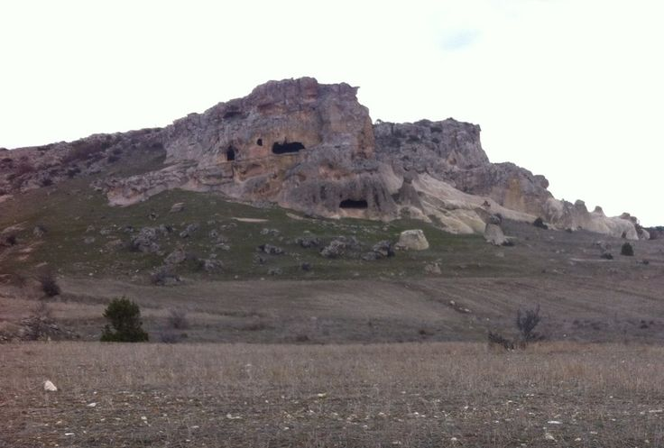 Seyitgazi üzerinden Antalya yoluna döndüğünüzde Eskişehir il sınırlarında başlayıp, Afyon ilk sınırlarında biten antik kent. Frig Vadisi şu şehirde: Kütahya, Kütahya