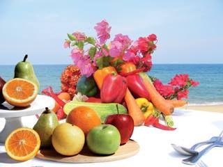 Des aliments pour mieux bronzer! Les vitamines A, C et E (thé vert, chocolat noir, aliments juteux…), favorisent la mélanine et aident la peau à supporter les effets desséchants du soleil pour un bronzage parfait !