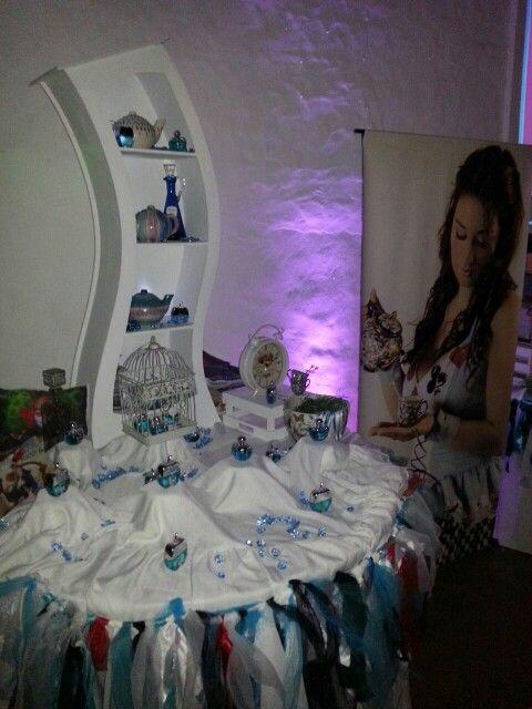 Mesa de souvenirs Alice in wonderland