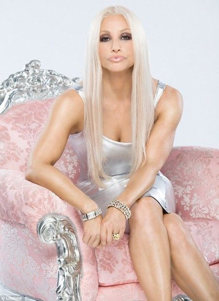 Versace - the famous Italian designer with sexy and lively. She high art and pop , and it became Pop Art - very colorful.