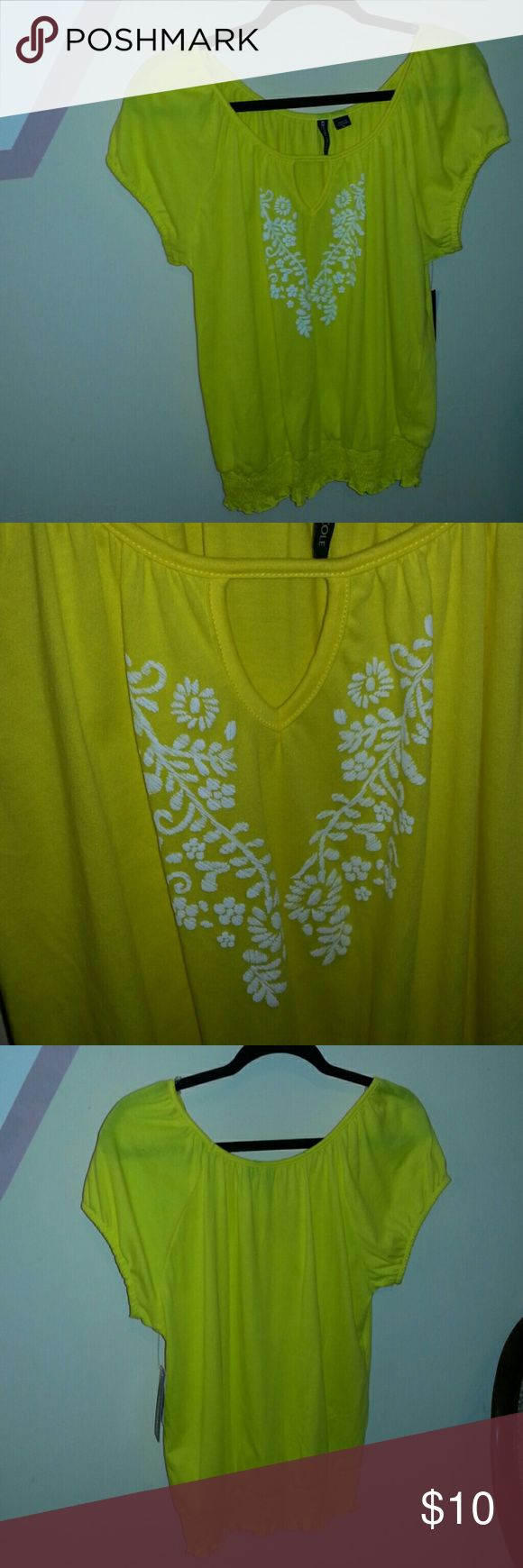 yellow short sleeves top Yellow and white short sleeves top,fits true to size Tops Tees - Short Sleeve
