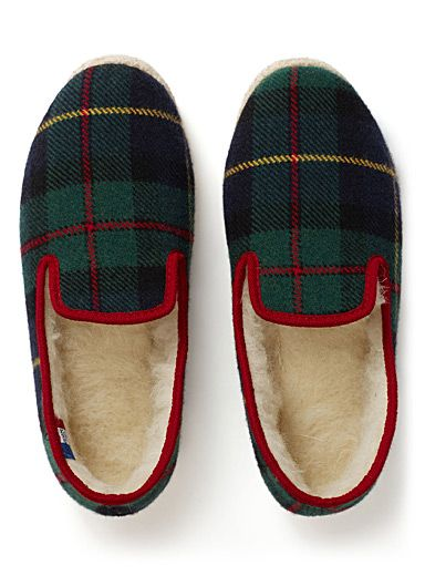 The Rondinaud family has been handcrafting this traditional, comfortable slipper since 1907. Invented in the Charente region of southwestern France during the reign of Louis XIV, the Charentaise was used initially in peasants' clogs as a soft replacement for straw. - From our selection of French products imported via sailboat in an eco-friendly way by the transatlantic trader Port Franc - Felt slippers lined with virgin wool - Picked-wool sole - Handmade in France