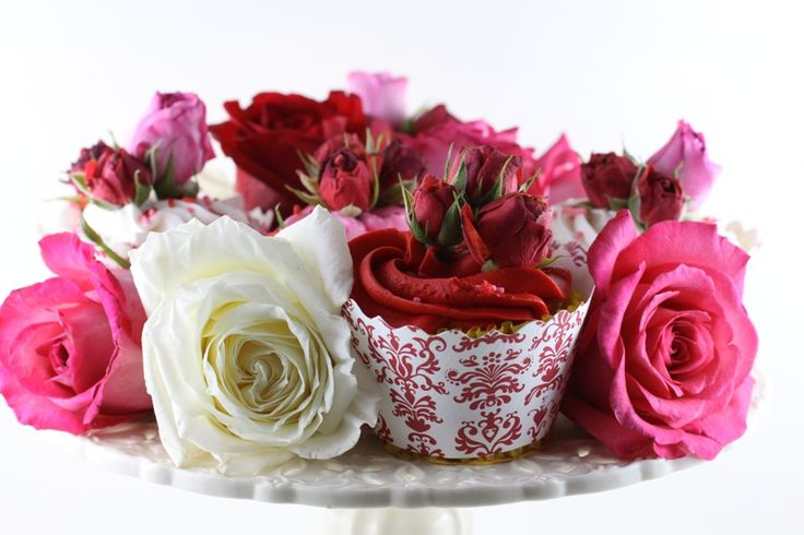 Who needs chocolate when you can have Cupcakes & Roses - Bella Cupcake Couture