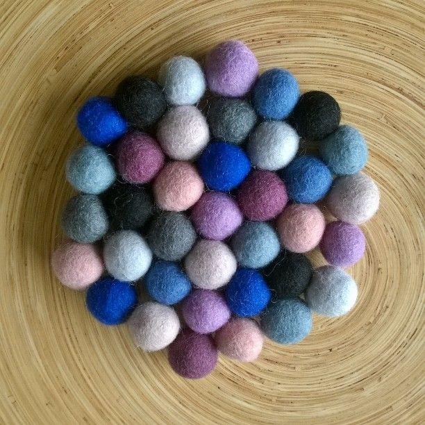 Lot of dots in one little thing. I was thinking of those carpets, the ones are made of woolen dots. What a work! #handmade #woolen #dots #colors #table #decorations #detail #DIY #home #interior #design #handlaget #interiør #detalj #pynte #bord #ull #farger #dekorasjoner #käsityöt #villa #somistaa #sisustus #värit #pöydällä