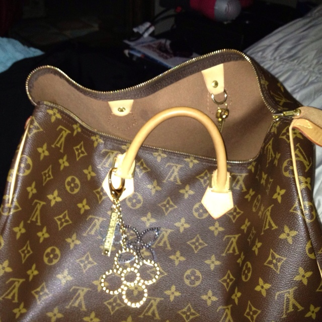 Sdy 40 With Louis Vuitton Bag Charms Bot The But Don T Have Mer My Favorite Purses Pinterest Handbags