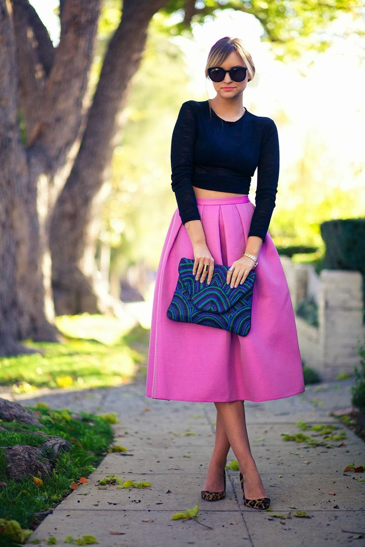 Gorgeous pink high waist skirt and navy top. Perfect for lunch date or cocktails