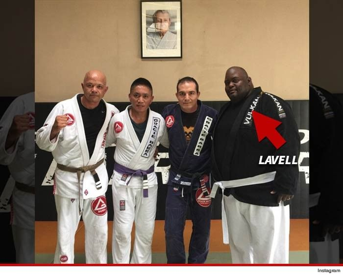 """Breaking Bad"" star, Lavell Crawford, goes from blue meth to white belt!"