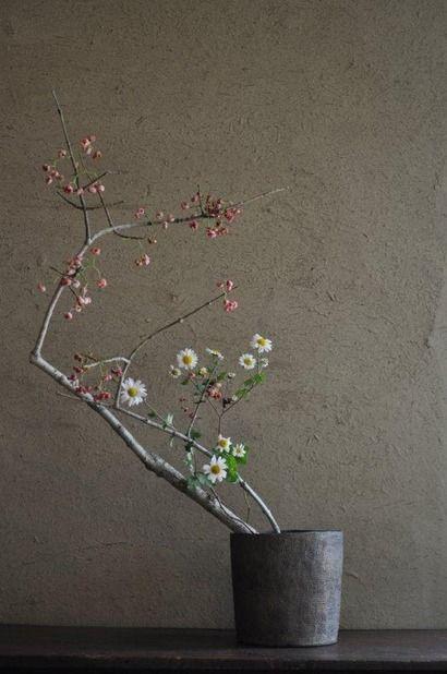 Ikebana by Mario HIRAMA. Pinned by a Taste Setter: http://www.thetastesetters.com