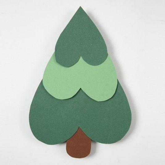 Juleklip for børn. Lav hjerter i forskellige størrelse i karton, sæt dem sammen og så har man et juletræ.