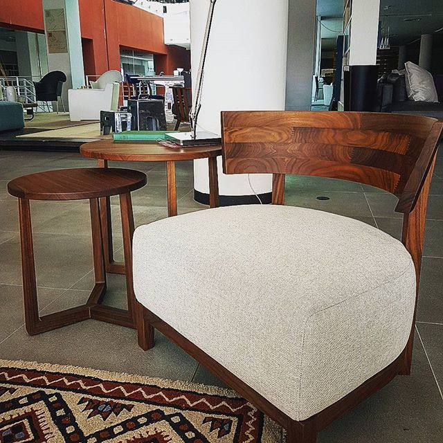 #little solution for #littlespace  #oak wood always looks #warm and that cushion is just as #cozy as it seems!
