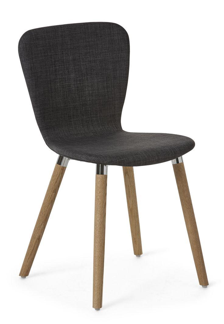Becky är en nätt retro modern stol. Du får en skön komfort med stoppad sits och rygg klädd i ett slitstarkt tyg. Benen är i massiv ek med metalldetaljer i formgjuten aluminium. Becky stol passar perfekt till Acky bord och många utav våra andra moderna och skandinaviska matbord. Becky stol tillhör serien Acky som är designad av Hans Thyge