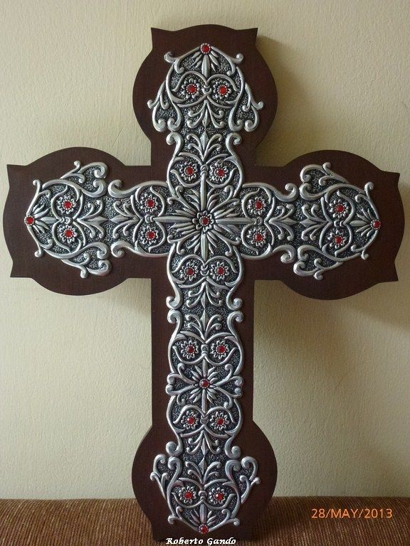 Cruz con repujado en aluminio, perfilado simple. This is mounted on wood cross, but could also use leather.