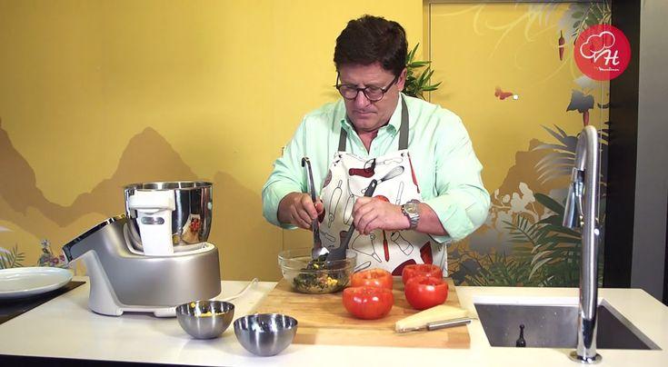 Para um jantar a dois, o Herman José recomenda uma receita leve, deliciosa e de fácil preparação com a ajuda da Cuisine Companion. Fique atento para descobrir as Receitas do Herman by Moulinex em www.facebook.com/...... e www.chefmoulinex.pt #receitasdohermanbymoulinex #cuisinecompanion #moulinexportugal