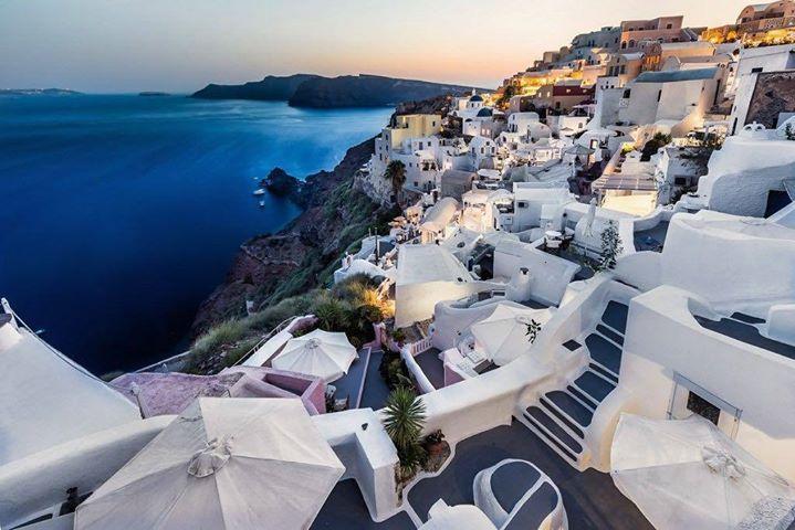 Thira - Santorini  #thira #santorini #sunset #caldera #island #greece #longexposure #sea #amazingview #buildings #architecture #beautifuldestinations #travel #ig_europe #mss http://ift.tt/2bth5ME