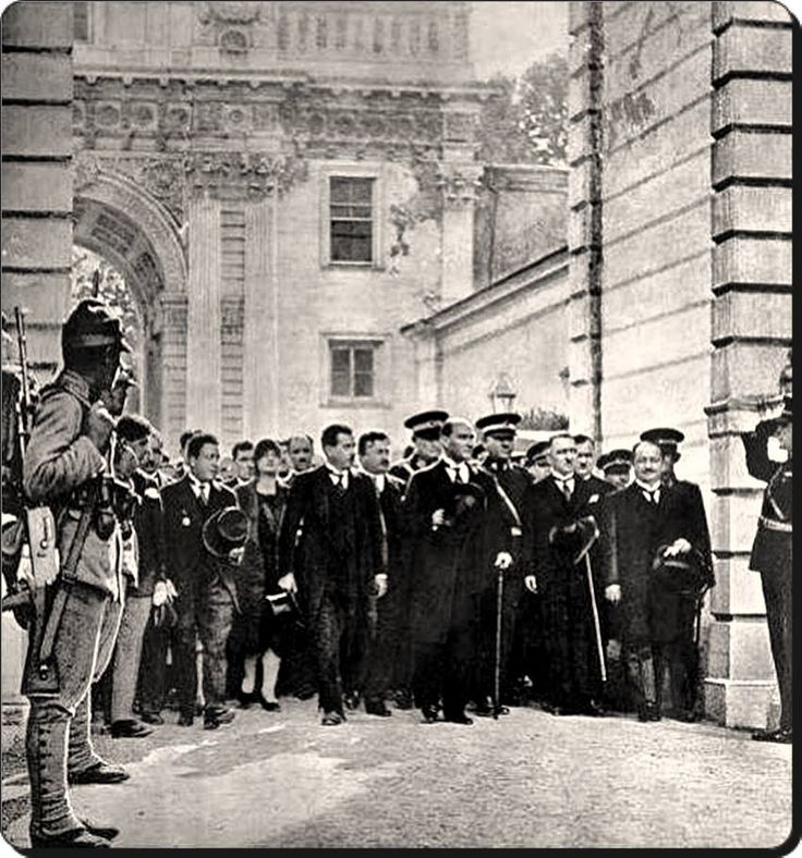 Atatürk'ün Dolmabahçe sarayına Cumhurbaşkanı olarak ilk gelişi - 1 Temmuz 1927