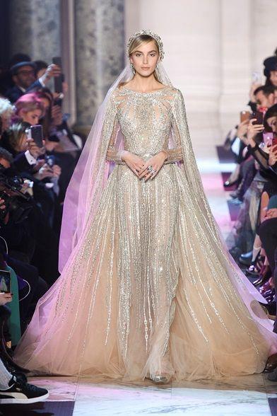 Guarda la sfilata di moda Elie Saab a Parigi e scopri la collezione di abiti e accessori per la stagione Alta Moda Primavera Estate 2018.