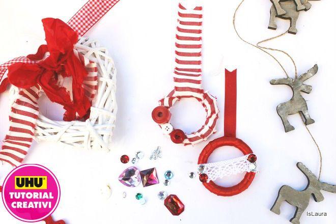 Creare delle piccole ghirlande in previsione del Natale a costo quasi zero è possibile, basta utilizzare materiali che si hanno in casa. Pochi materiali come anelli in legno tradizionalmente usati per appendere le tende, ritagli di stoffa o nastri riciclati dai pacchi regalo, possibilmente quel
