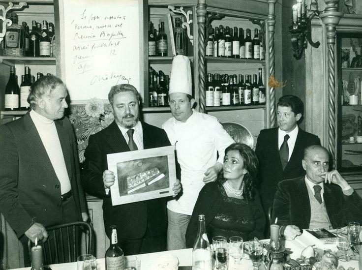 Gianni #Brera premio #12Apostolin '77 con Indro #Montanelli