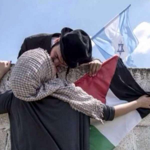 Foto de beijo entre israelense e palestina é falsa