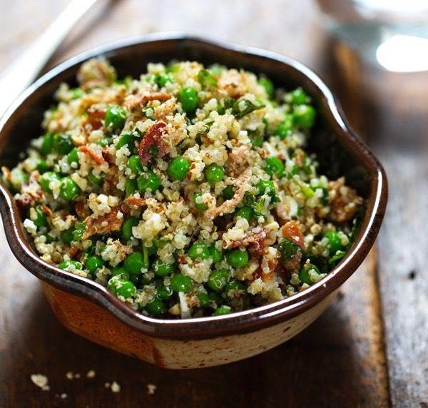 Salade de quinoa, petit pois, bacon, feta et vinaigrette au miel