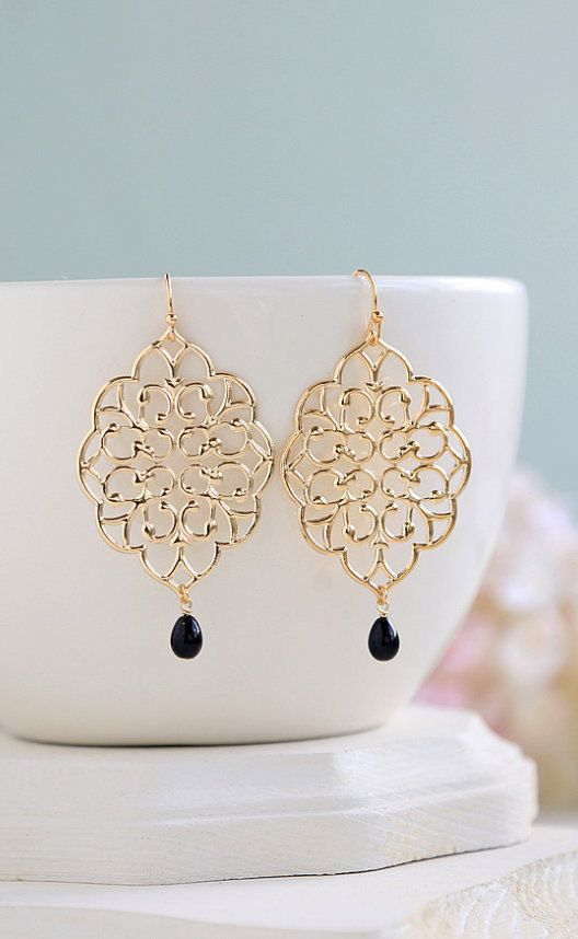 Jet Black Teardrop Pearl Large Gold Filigree Earrings door LeChaim