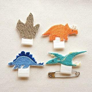 恐竜ワッペンで、名札ワッペンを作ってみたの作り方|ソーイング|編み物・手芸・ソーイング(印刷用)| 手芸レシピ16,000件!みんなで作る手芸やハンドメイド作品、雑貨の作り方ポータル「アトリエ」