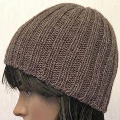 Un bonnet en côtes 2/2, un modèle tout simple à tricoter en quelques heures