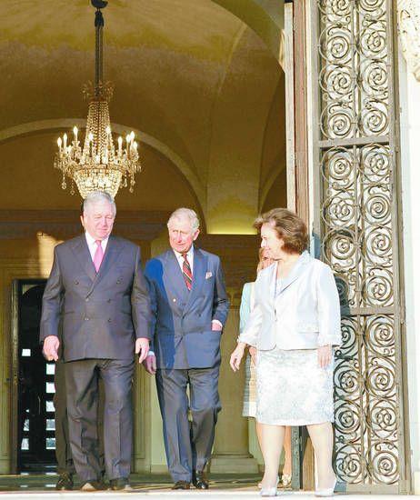 El príncipe Carlos de Inglaterra y su esposa, Camilla, realizaron una gira por los Balcanes. Su agenda subrayó la promoción de la reconciliación y el apoyo a la juventud.  El heredero del trono británico se reunió en Belgrado con Alejandro II (...)
