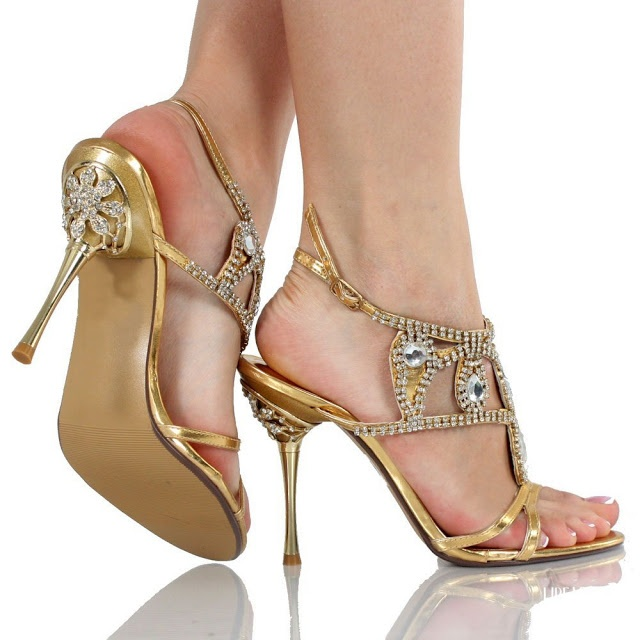 Lovely Bridal Shoes Embedded With Stone Work