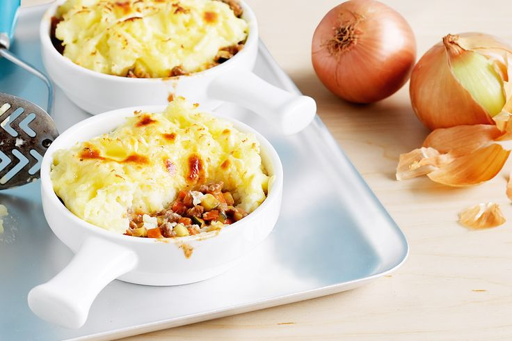 For dinner thats no fuss, make classic shepherds pies with a cheesy crust.