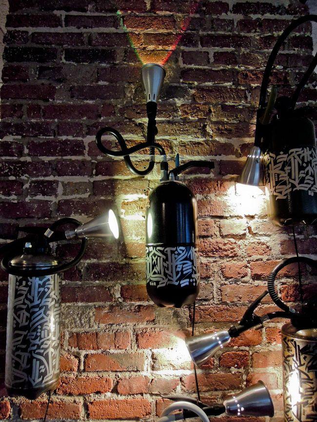 Graffiti : L'artiste Soklak design des lampes avec des extincteurs - News - Street-art et Graffiti | FatCap