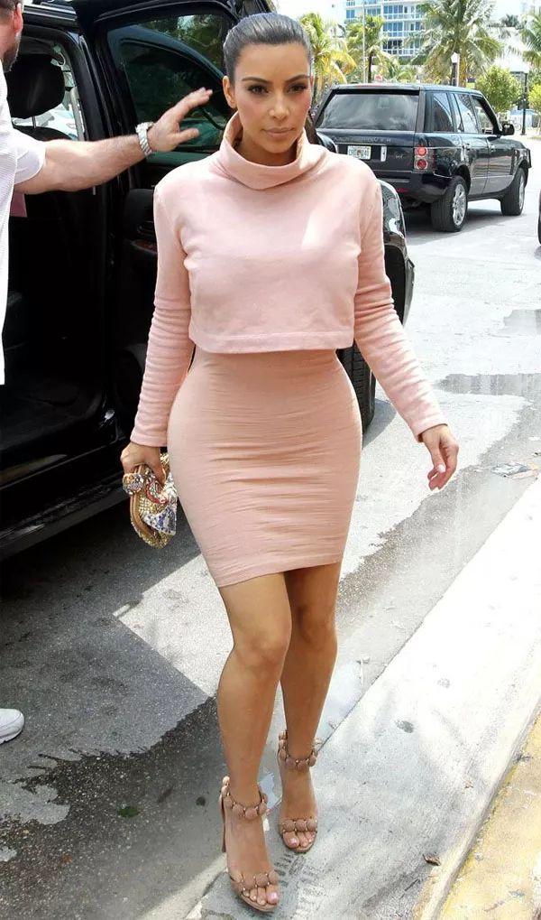 kim-kardashian-rose-look