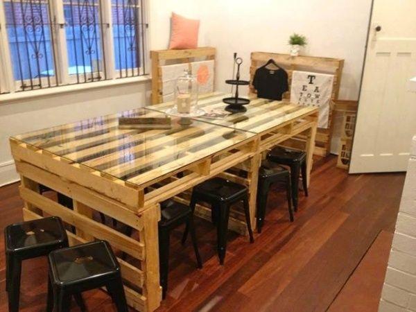 m bel holzpaletten tisch selber bauen glasplatte industrieller stil b roplanung pinterest. Black Bedroom Furniture Sets. Home Design Ideas