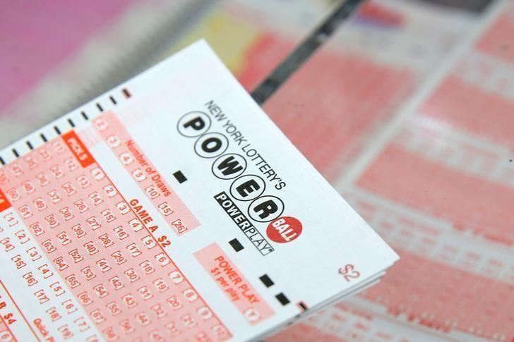No winner in U.S. Powerball drawing, jackpot soars to $440 million