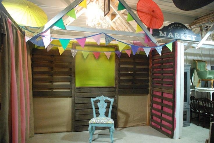 1000 images about pallet on pinterest primitive hutch pallet walls and wood sofa - Peddlers home design ...