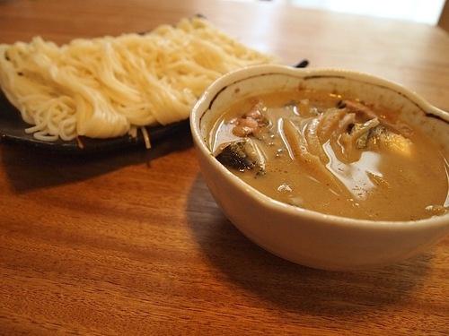 【さんまチョイ足しレシピ】グリーンカレー(そうめん)    普通のそうめんに飽きたら、是非グリーンカレーをつけ汁に。そしてその中に、さんまの水煮や塩焼きを。残暑が厳しい時でもすんなり食べられる一品。