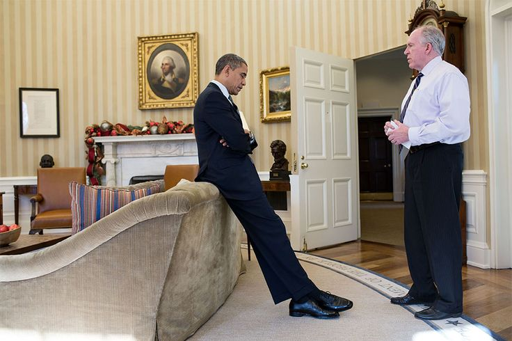 Obama being briefed on the Newtown shooting / 2012 in photos / via @Tracy ❄ Chou