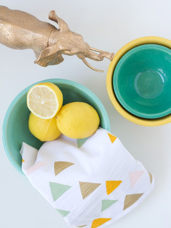 These #DIY-ed tea towels from @Chelsea Costa are precious! And I can see them going wonderfully in a kitchen-themed holiday gift in the coming weeks. /ES