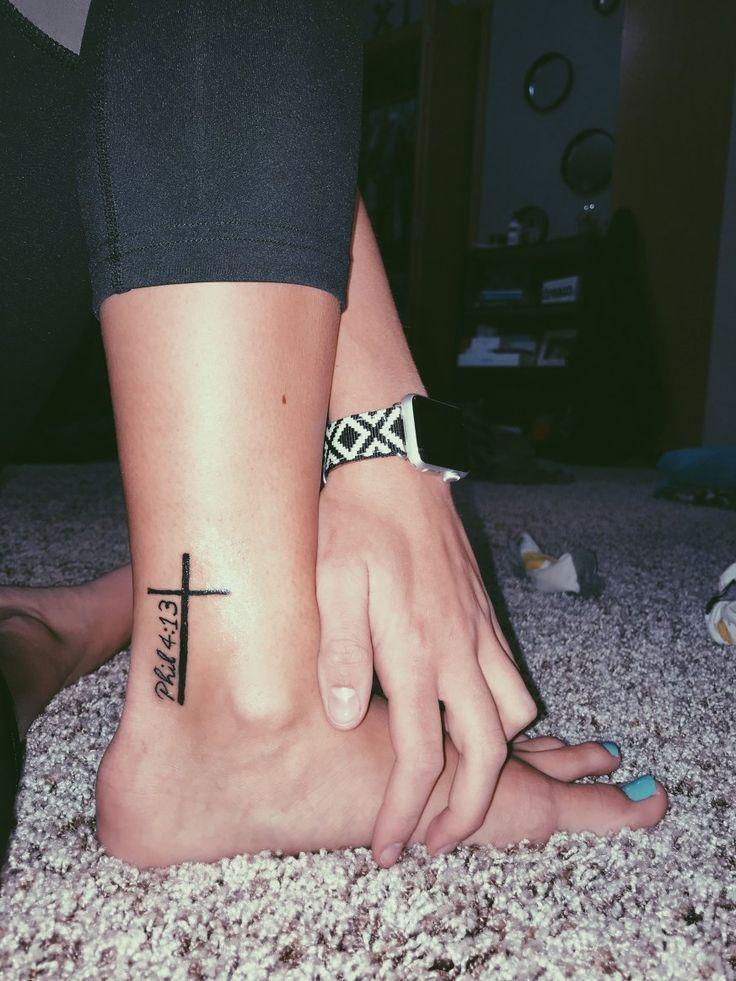 36 Einfaches religiöses Tattoo-Design für Männer
