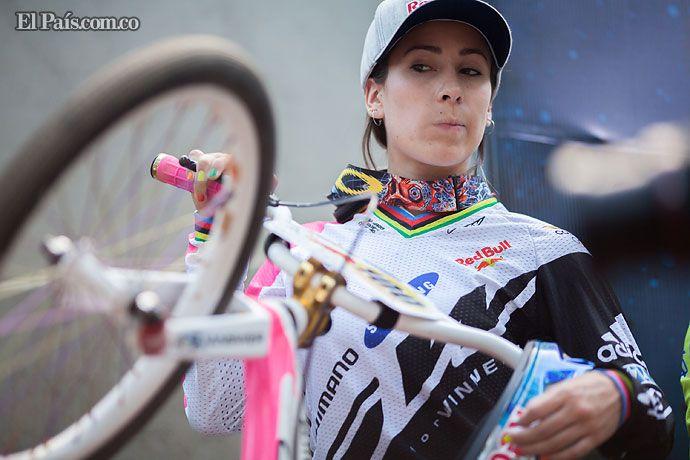 Mariana Pajón se coronó campeona del suramericano de bicicross La medallista olímpica antioqueña se adjudicó el título del Campeonato Suramericano de bicicross que se disputó en territorio argentino.  Por: El Colombiano - ColprensaMartes, Mayo 14, 2013Temas: