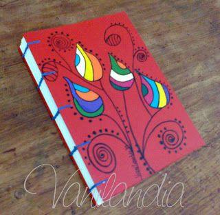 MODELO: Hojas Cuadernos tamaño A5 (15cm x 21cm) Tapa dura, de cartón pintadas a mano en su integridad con varias capa de barniz para proteger el dibujo. 104 hojas lisas de papel de 80g/m2