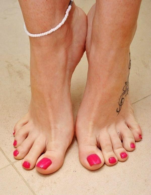 всё упало, девушки фото пальцы ног чулки